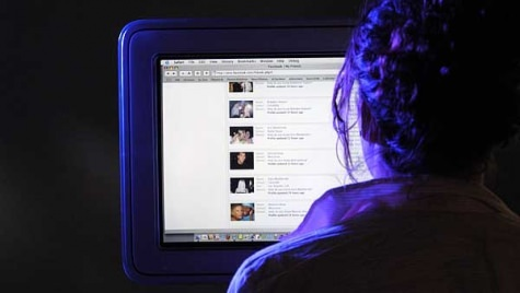 A new study finds that social media, such as Facebook and Twitter, Photo: Michael Forster Rothbart