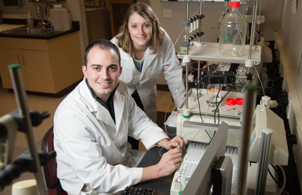 Jon Behringer and Darcia Schweitzer, participants in the M.S. in biotechnology degree program, in the Biomanufacturing Teaching Lab at the MG&E Innovation Center in UW–Madison's University Research Park.