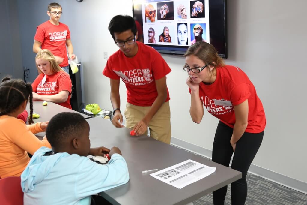 Afterschool Expeditions is a hands-on science outreach program for students in grades K-8. The program, which began at the Discovery Building on campus as a partnership between WARF and the Morgridge Institute for Research, now offers afternoon programs at the Partnership twice a month, led by university staff and student Badger Volunteers.