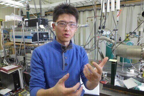 Yue Qiu, a graduate student of Mark Ediger, uses vacuum deposition to make experimental compounds for organic light-emitting diodes, such as those found in Samsung smartphones.