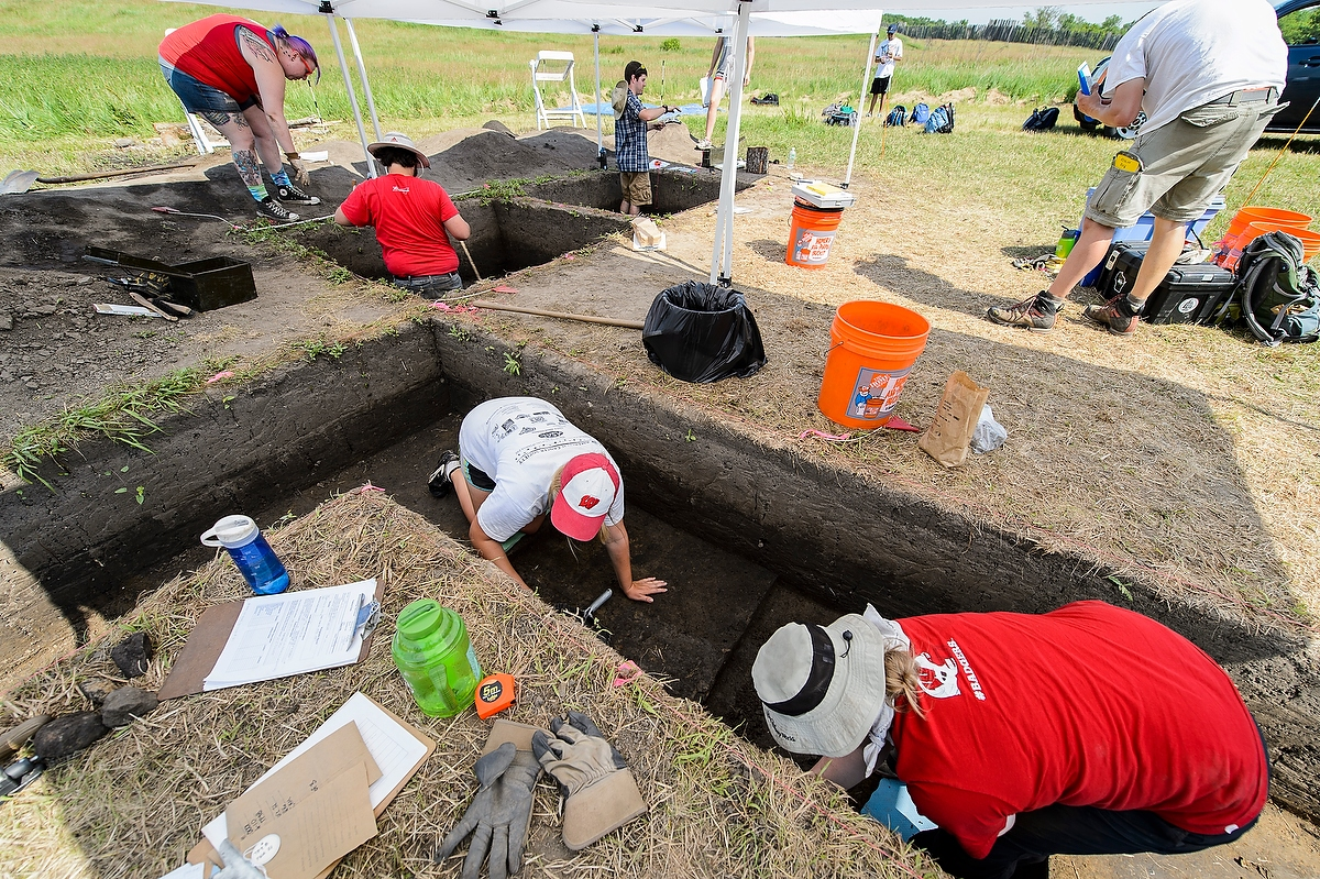 Students from 2016 excavate
