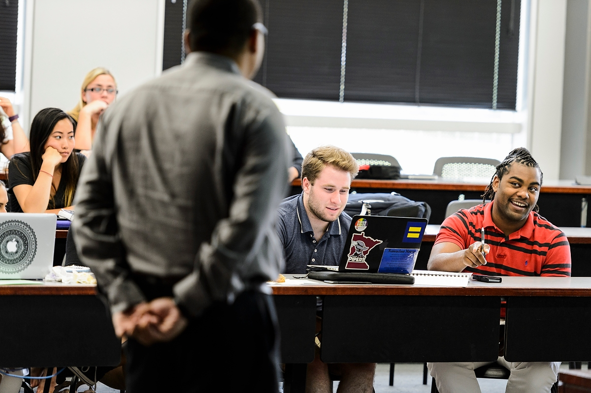 Steven Wright, a clinical instructor with the Wisconsin Innocence Project, teaches a class about election law to undergraduate students during a closing session of the inaugural James E. Jones Jr. Pre-Law Scholars Program at the Law Building at the University of Wisconsin–Madison on June 29, 2016. Named for a late UW–Madison Law School professor, the James E. Jones Jr. Pre-Law Scholars Program is a four-week, summer-immersion experience for students nationwide from historically underrepresented groups and social disadvantaged backgrounds who have completed their freshman or sophomore year of college. Twenty applicants were chosen to participate in the program and learn about legal education and careers in law from a team of UW Law School experts. (Photo by Jeff Miller/UW-Madison)