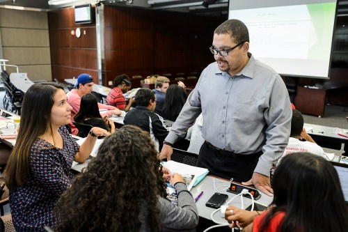 Steven Wright, a clinical instructor with the Wisconsin Innocence Project, listens in on an undergraduate-student class discussion about election law during the James E. Jones Jr. Pre-Law Scholars Program.