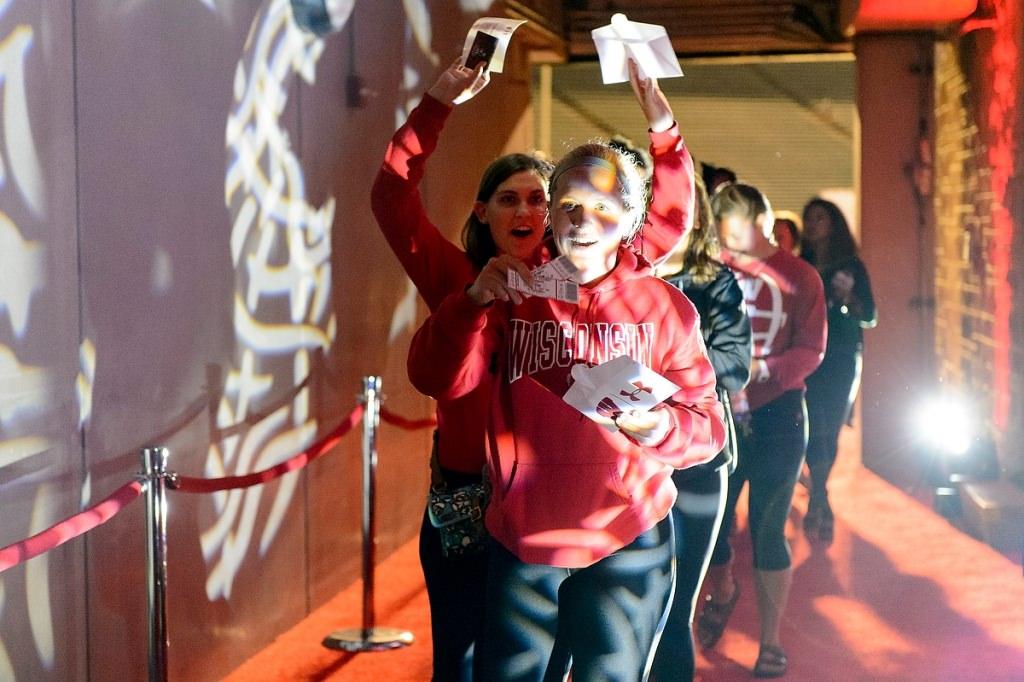 Photo: Fans opening door prizes