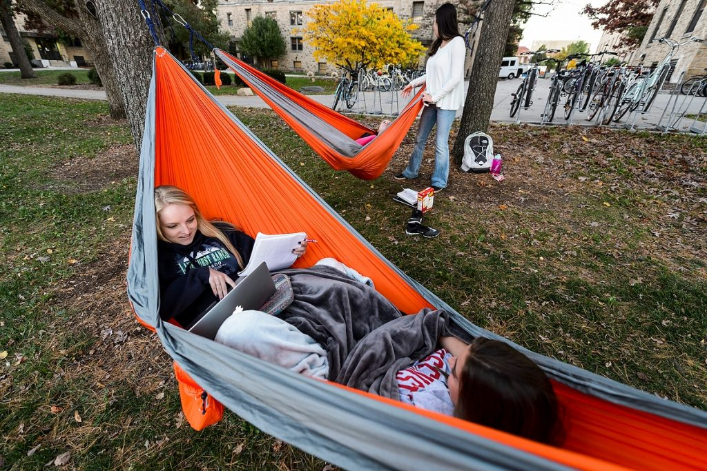 Photo: Students sharing hammock
