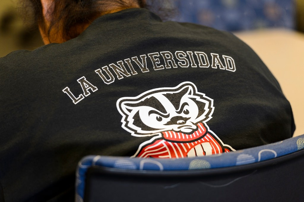 Photo: Back of La Universidad de Wisconsin shirt