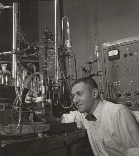 Photo: Irving Shain working in a chemistry laboratory in 1958.