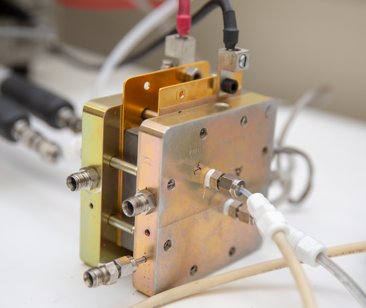 New fuel cell concept brings biological design to better electricity