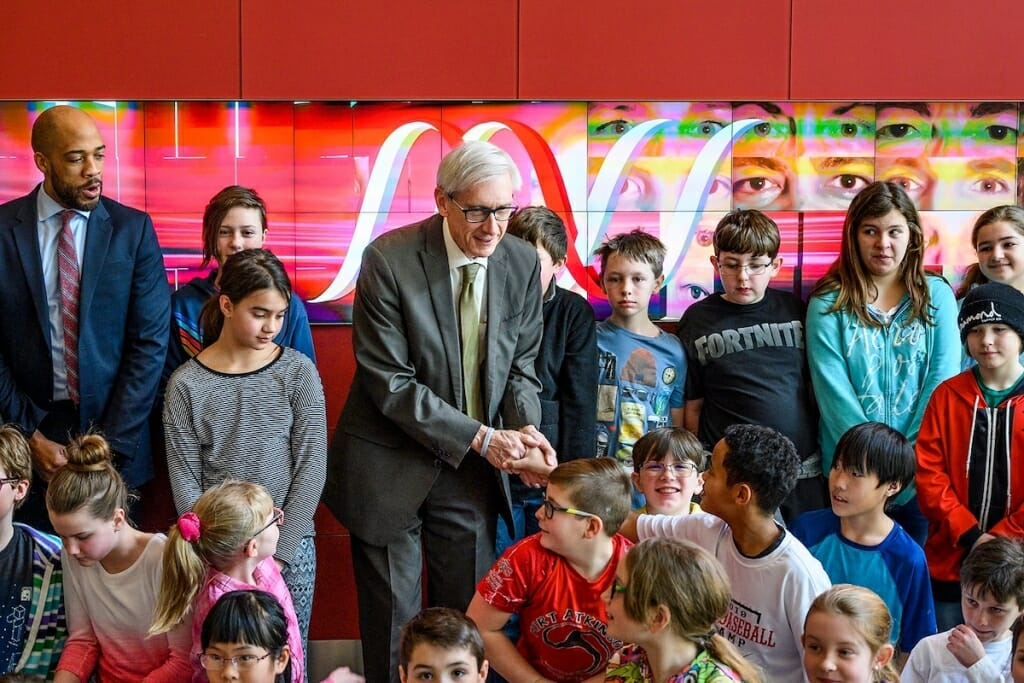 Photo: Evers greeting schoolchildren