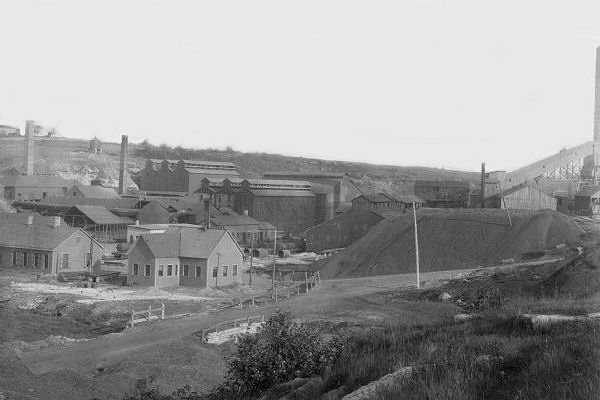 Photo: An exterior of a zinc mine.