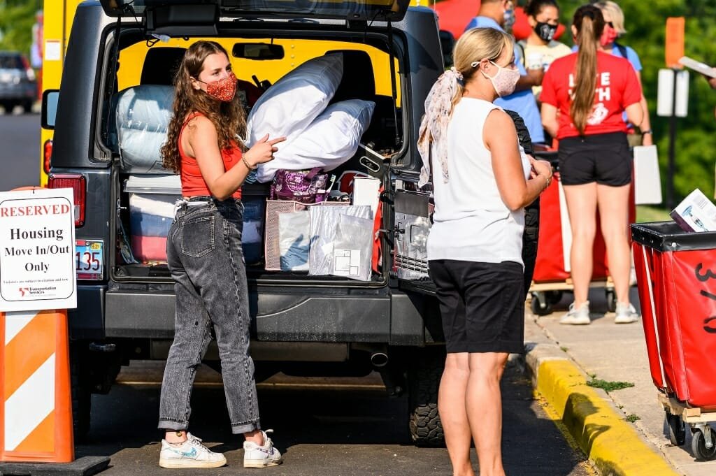 Student Haley LaBarge of Wheaton, Ill., moves in to Elizabeth Waters Residence Hall with the help of her mother, Anne LaBarge, at right.