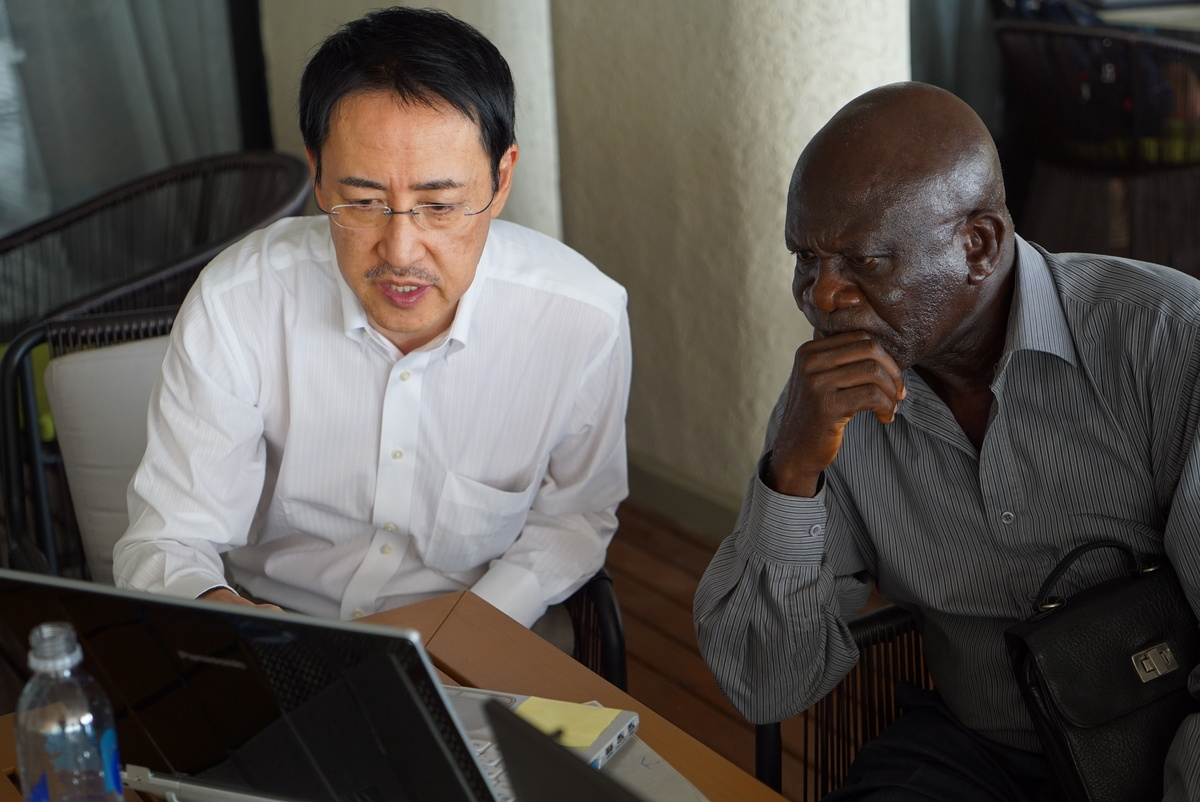 Photo: Kawaoka meets with Ekundayo Thompson