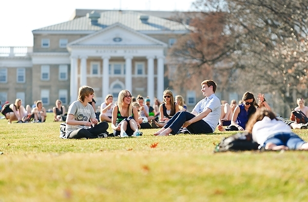 Photo: Students sitting on Bascom Hill