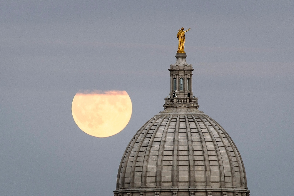 Photo: Moon rising above Capitol dome