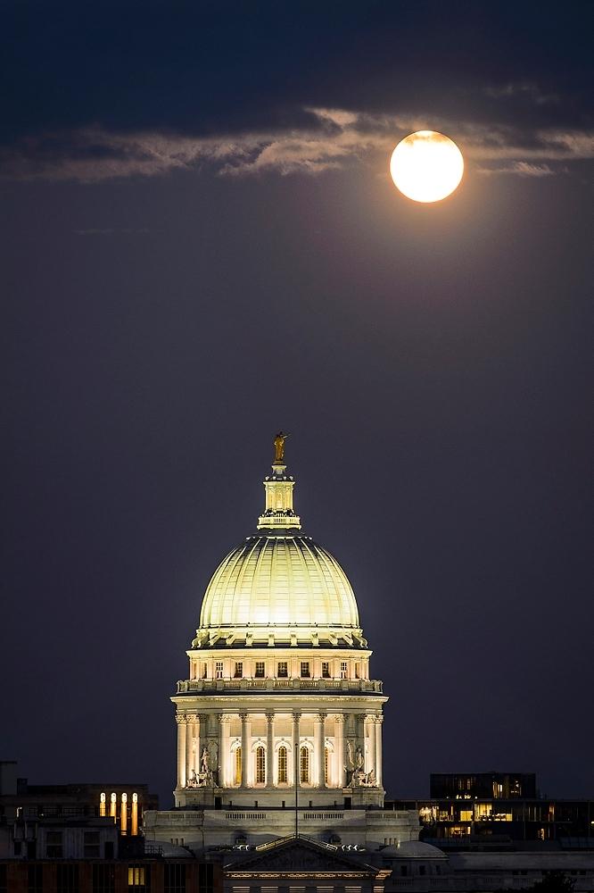 Photo: Moon in dark sky above Capitol