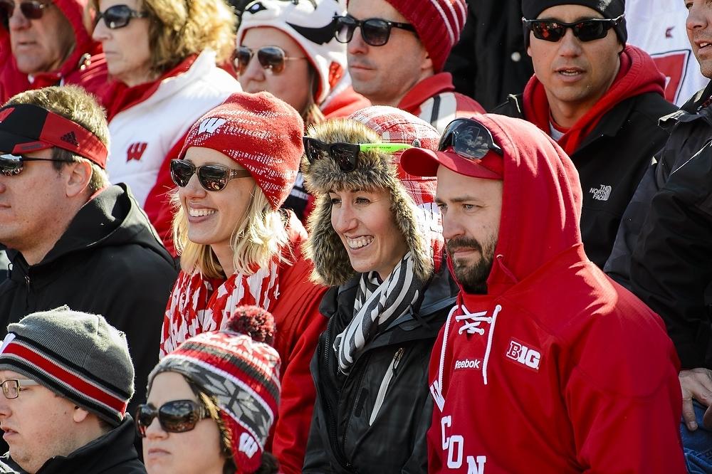 Photo: Football spectators wearing hats