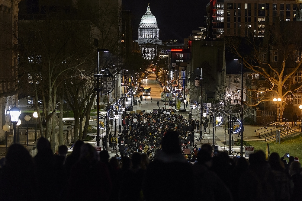 Photo: Crowd marching toward Capitol