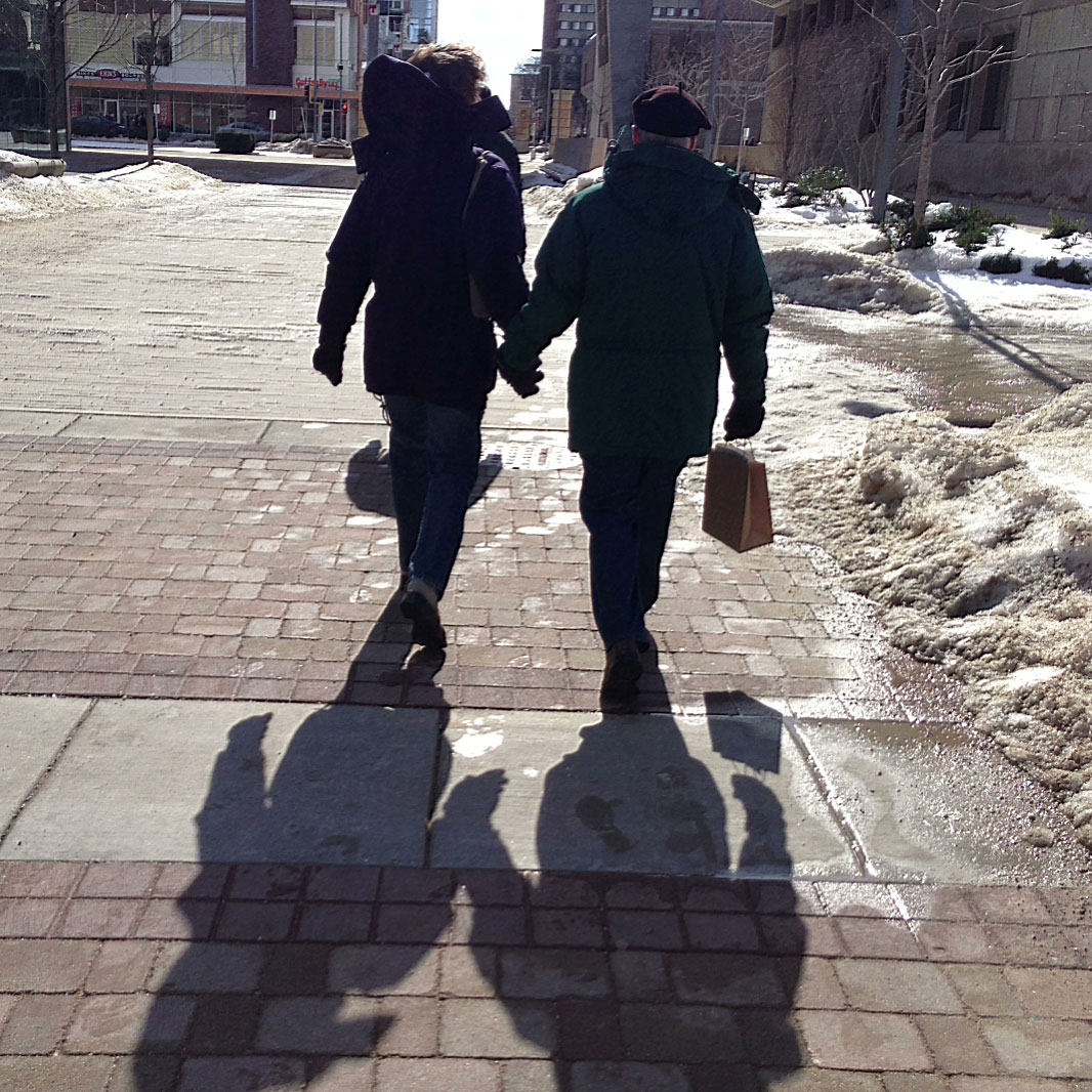Photo: hand-holding couple