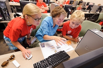 Photo: grandmother and grandchildren at computer