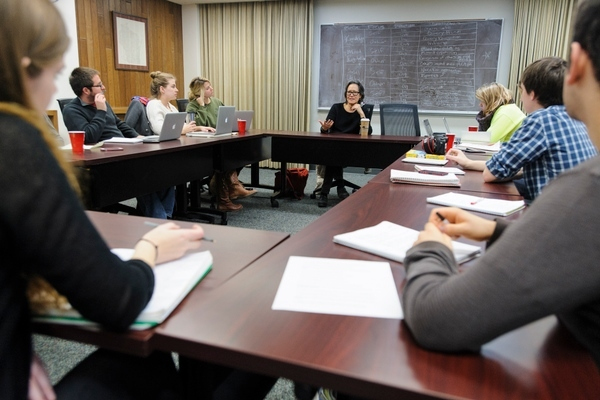 Photo: Ruth Ozeki meeting with journalism students