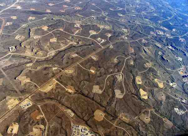 Photo: fracking field in Wyoming